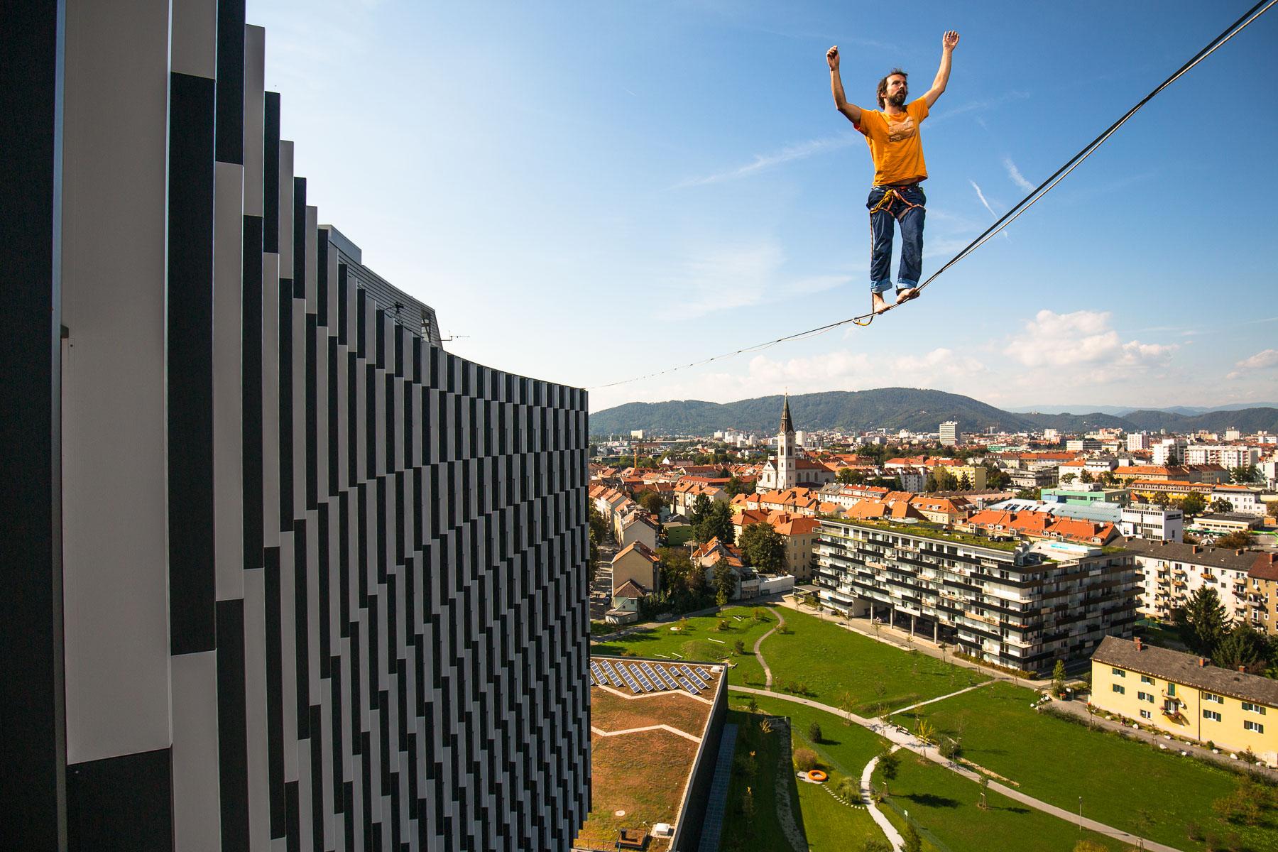 Reinhard Kleindl bei der Highline-Begehung des Styria Media Hauses
